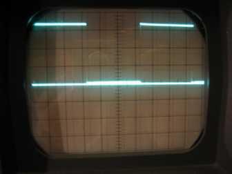 Voller Pegel an P1.4. Gitter 1cm; Horizontal 0,5ms/cm, vertikal 1V/cm; Hilfsline auf 0V