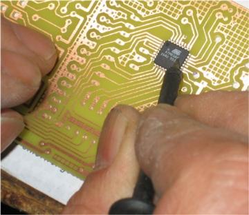 SMD chip festhalten
